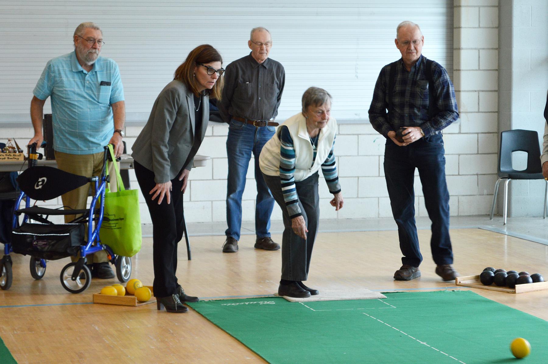 Minister visits Orillia - carpet bowlingweb