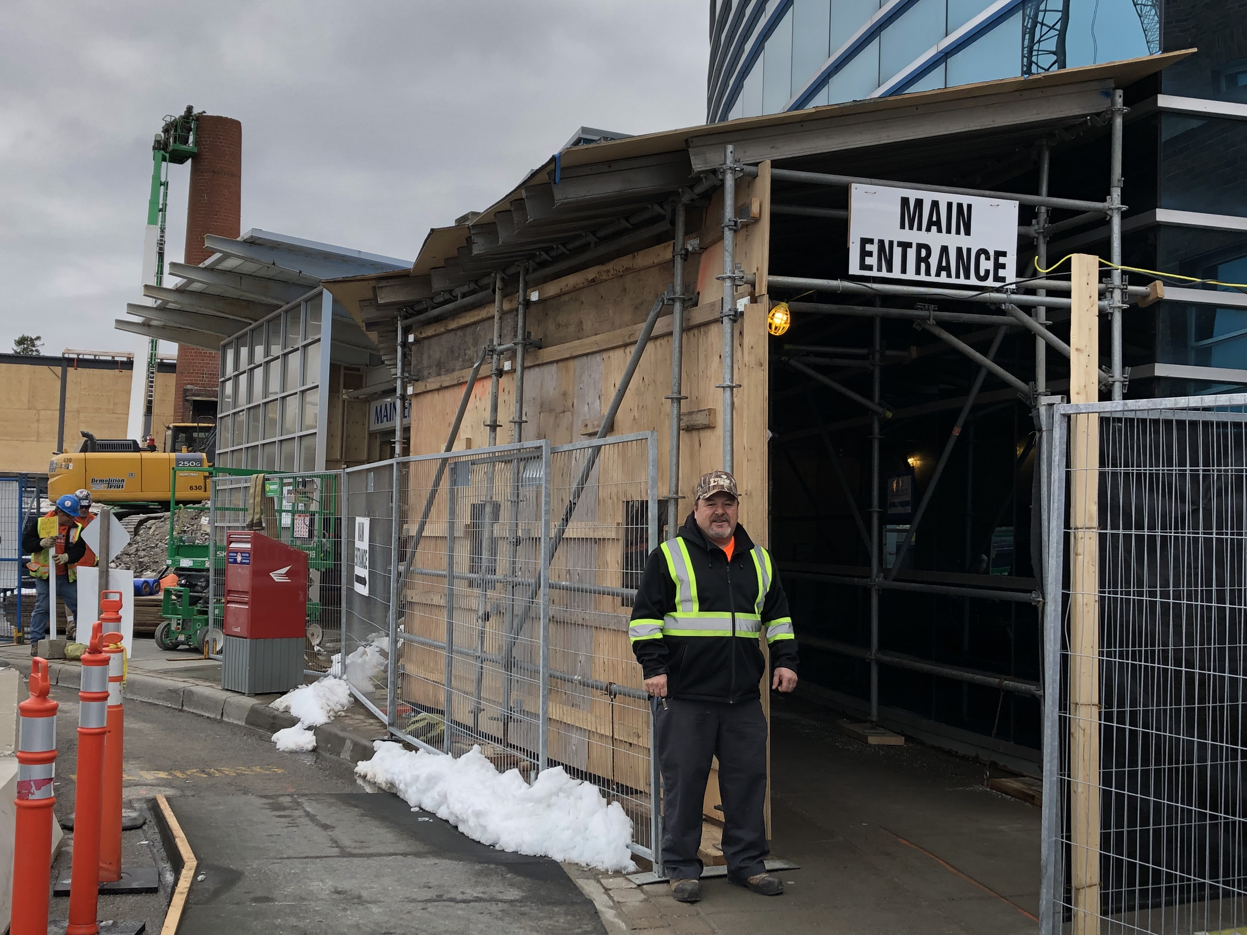 New temporary main entrance at Charles Street site